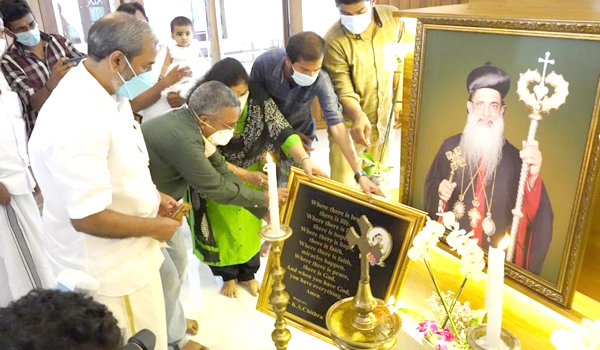 K.S Chitra visited the tomb of His Holiness Catholica Bava